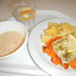 Pečená ryba, grilovaná mrkev, brambor