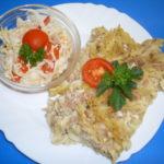 Zapečené těstoviny se sójovým masem, salát
